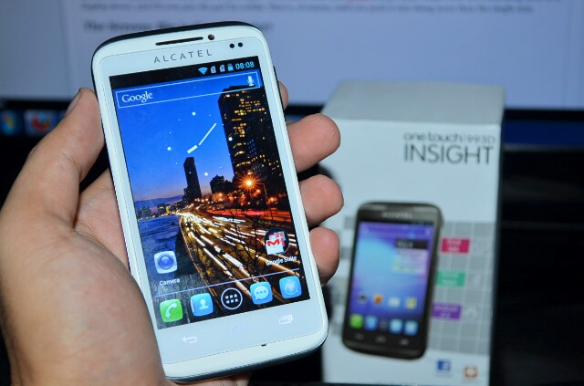 Alcatel One Touch Insight 993D Review | NoypiGeeks | Philippines