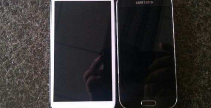 Galaxy S4 beside Galaxy S4 Mini