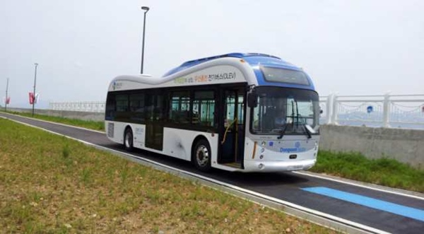 South Korea debuts electric vehicles with wireless charging
