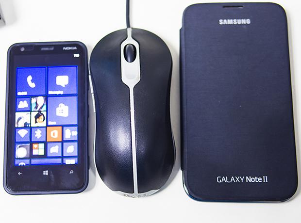 Size comparison - Nokia Lumia 620 WP 8 and Galaxy Note 2