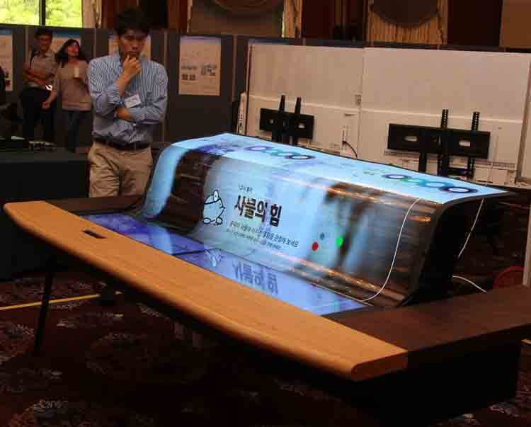 LG flexible and transparent OLED display