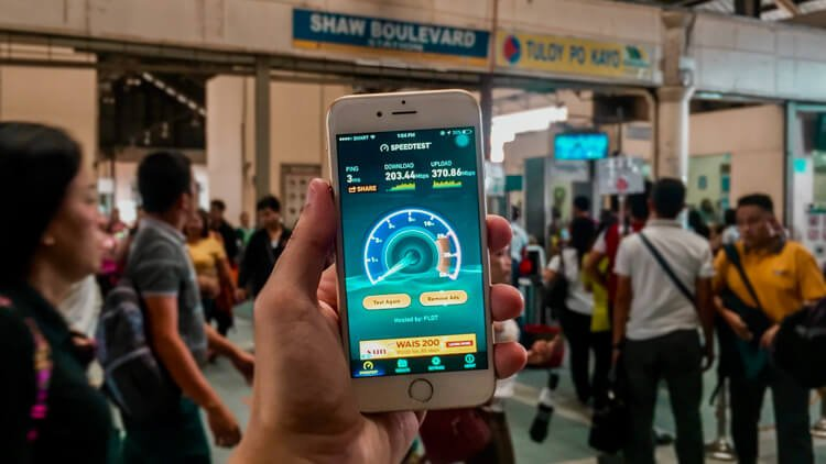 Smart FREE WiFi in EDSA and MRT stations