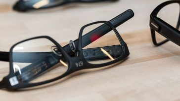Intel-Vaunt-Smart-Glasses-Features