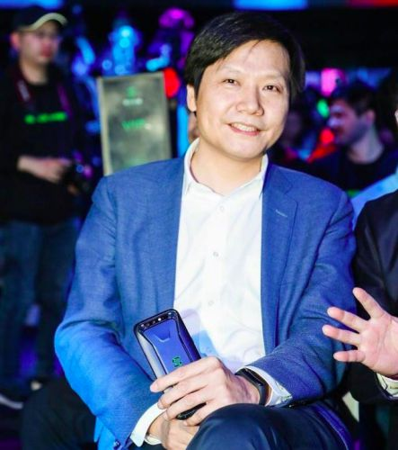 Xiaomi-CEO-Lei-Jun-Mi-Band-3-Xiaomi-Black-Shark