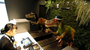 Japan-hotel-robot-dinosaurs