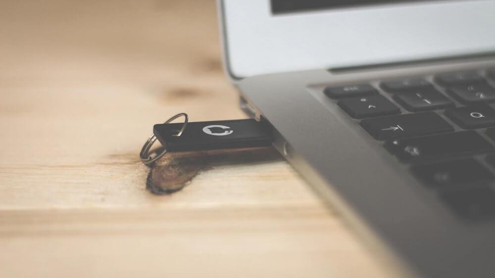 USB-flash-drive-192871