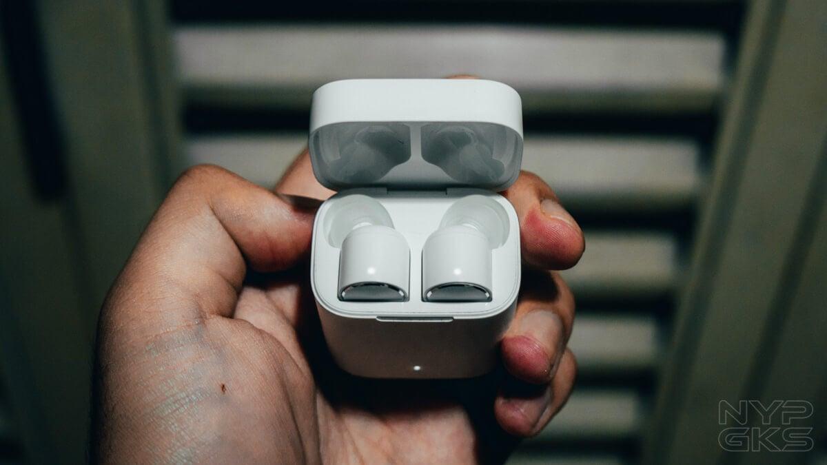 Xiaomi-Mi-AirDots-Pro-LED-lights