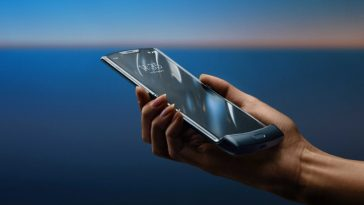Motorola-Razr-foldable-phone-5717