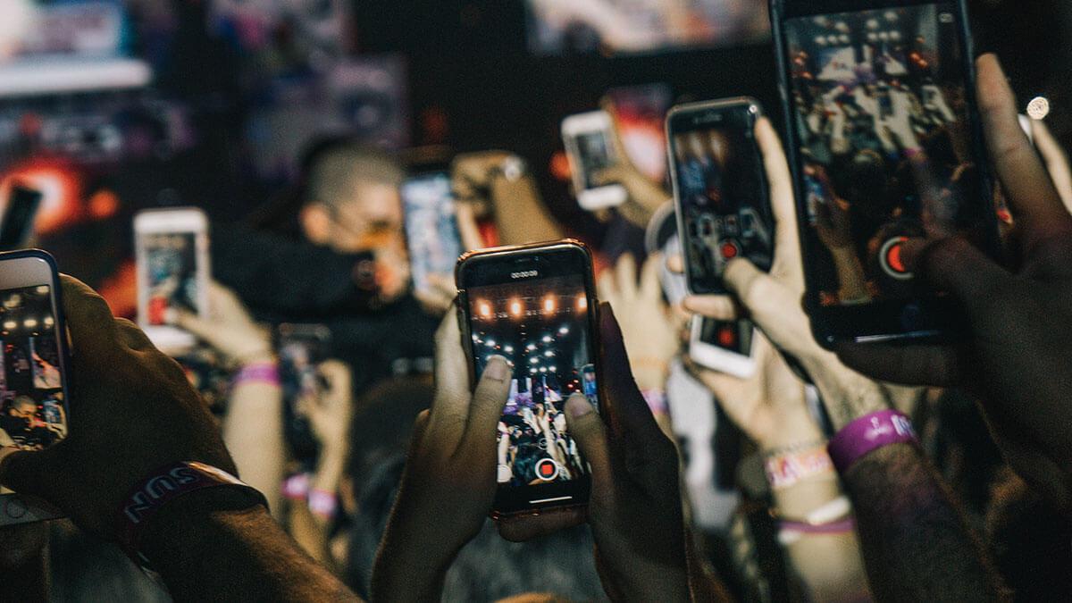Negative-Effect-of-Technology-NoypiGeeks