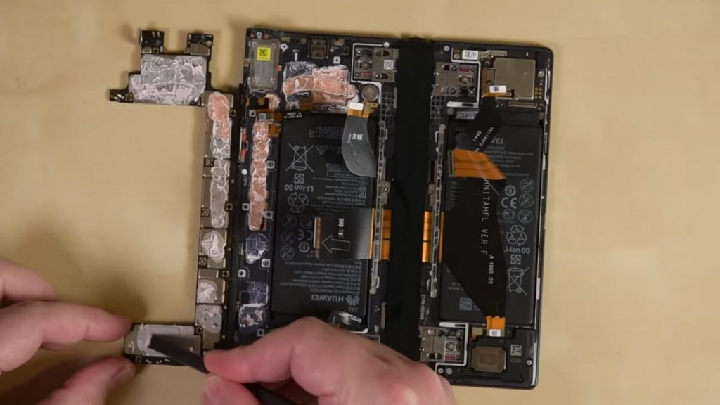Huawei-Mate-Xs-teardown-NoypiGeeks-5566