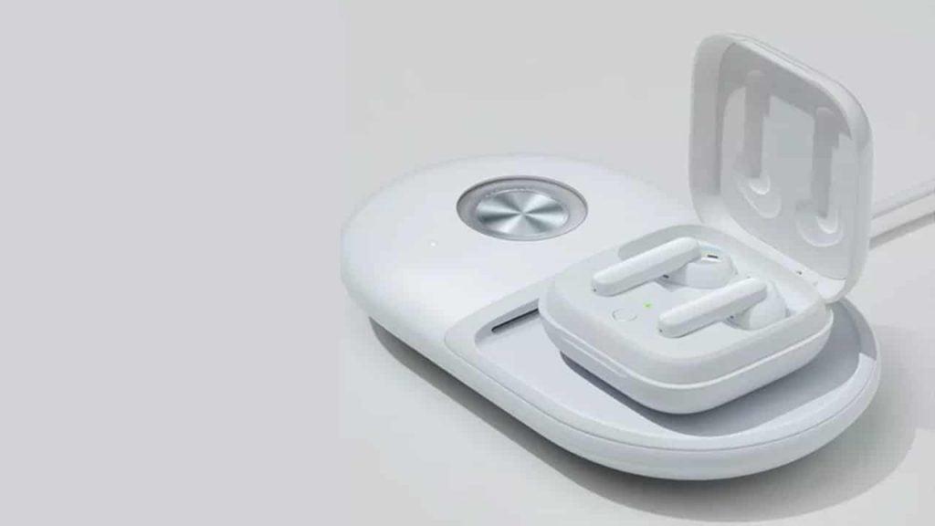 OPPO-Enco-W51-wireless-charging-NoypiGeeks