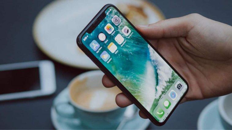 iPhone-8996