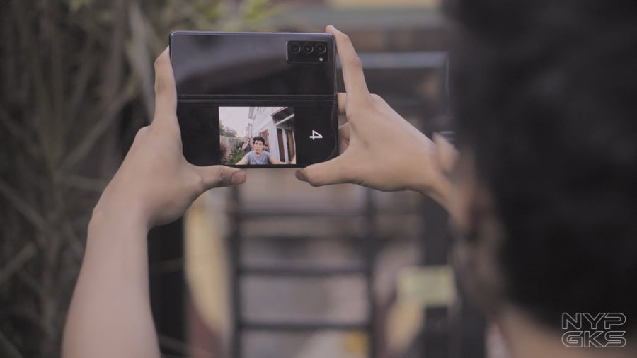 Samsung-Galaxy-Z-Fold-2-Flex-Mode-Review-NoypiGeeks-5742-2