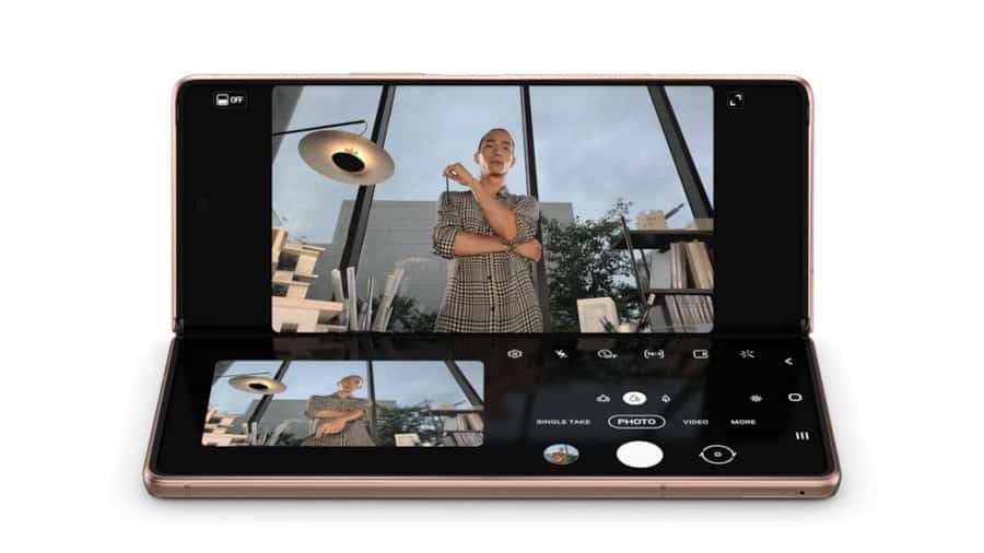 Samsung-Galaxy-Z-Fold-2-Flex-Mode-Review-NoypiGeeks-5742