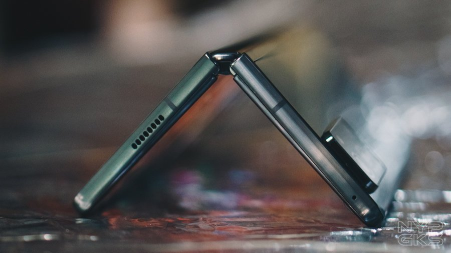 Samsung-Galaxy-Z-Fold-2-Review-NoypiGeeks-5744