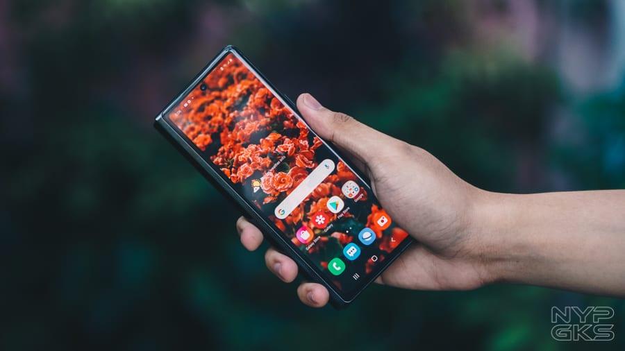 Samsung-Galaxy-Z-Fold-2-Review-NoypiGeeks-5752