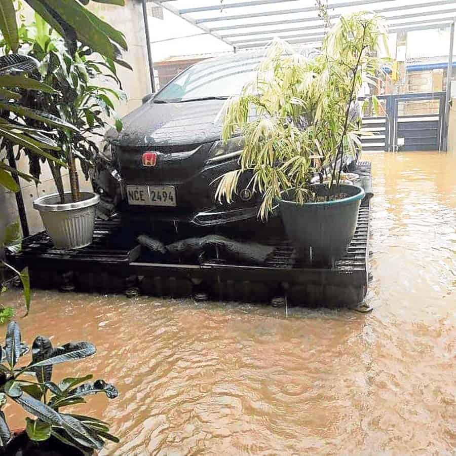 clever-floating-garage-saved-car-ulysses-flooding-noypigeeks-5246