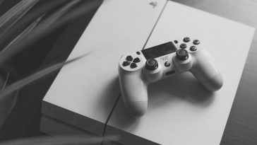 sony-discontinues-but-one-ps4-model-japan-noypigeeks